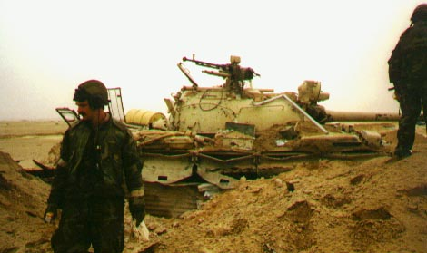 unknown 4-32 AR personnel near a destroyed Iraqi tank (photo probably taken during ground offensive 24-28 February 1991)